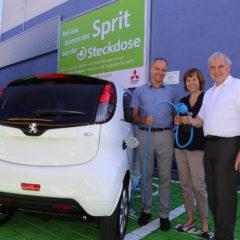 Fröhlicher Blick in die Zukunft der E-Mobilität