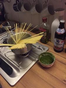Spaghetti kochen im Karl